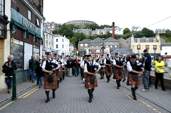 Pipers in Oban at the start of the Classic Malts Cruise. Photo by Christine Spreiter.