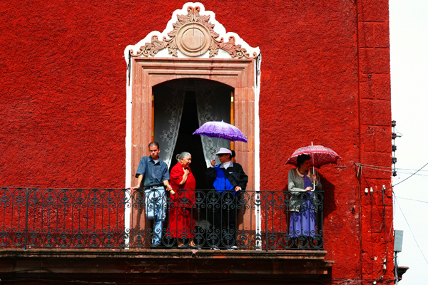 Balcony scene above the Jardin in San Miguel. Photo by David Lansing.