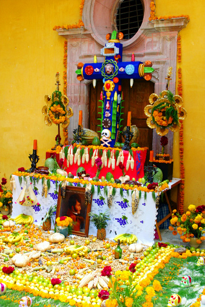 An elaborate ofrenda in San Miguel.