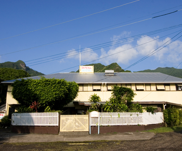Built in the 1860s, the Royal Hotel is the oldest hotel in the South Pacific. Photo by David Lansing.