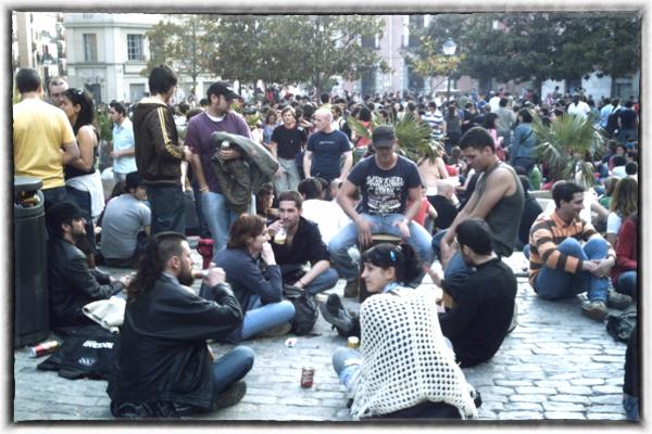 Madrid: Drinking a kalimotxo at a botellon | davidlansing.com