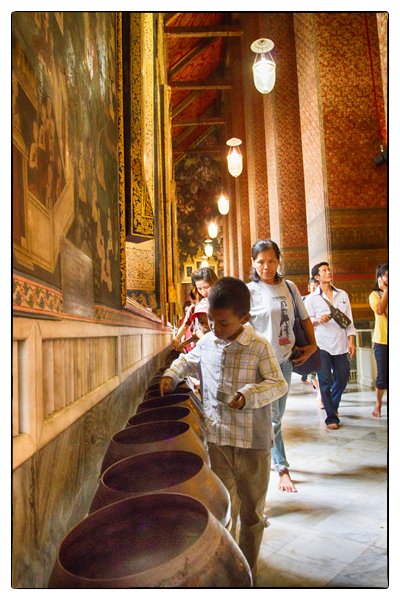 Alms at Wat Pho